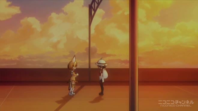 別れの時、夕刻のゲートに佇むサーバルとカバン