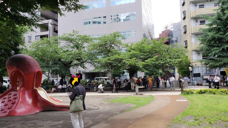 人が集まりだしたタコ公園