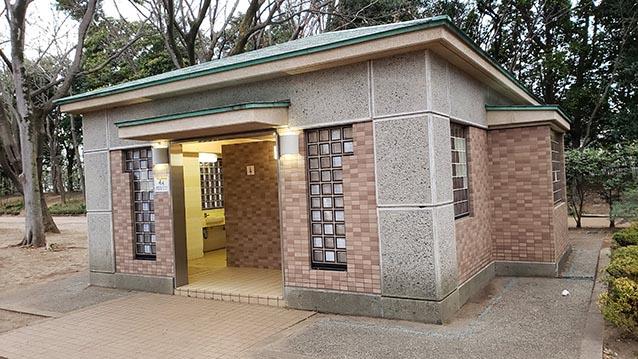 井草森公園-東北口-公衆トイレ-多目的広場横