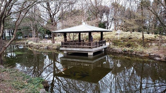 井草森公園-あずまや-池